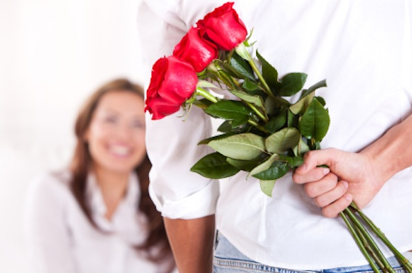 Ce ar trebui sa stie orice barbat atunci cand ofera flori?
