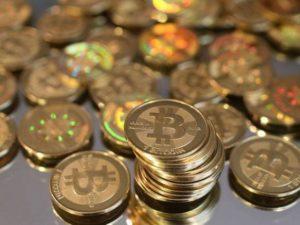 Facebook interzice promovarea monedelor virtuale