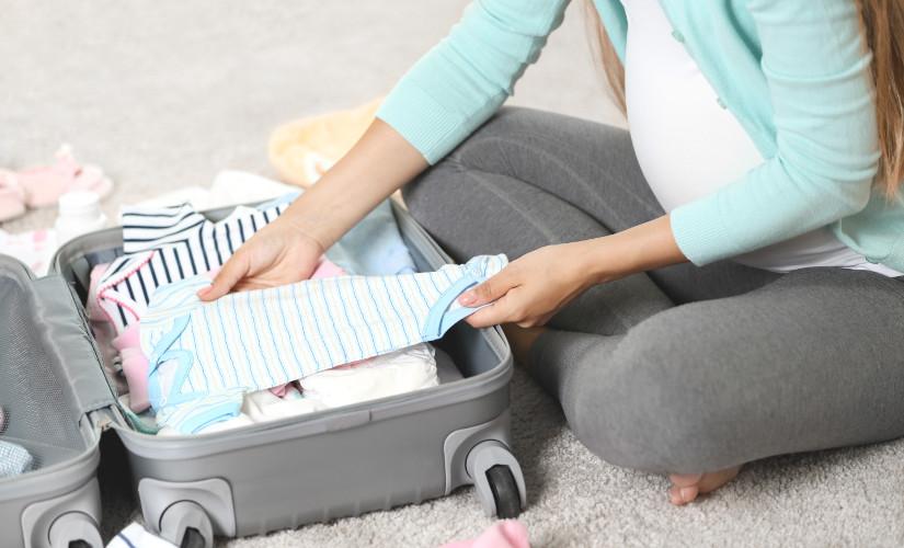 Bagajul pentru maternitate – iata ce haine pentru bebelusi trebuie sa ai la tine