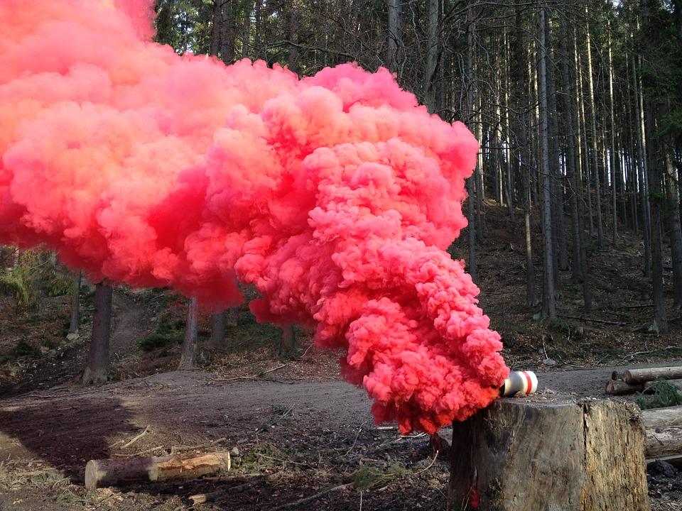 Esti un fotograf la inceput de drum? Sedintele foto cu fumigene colorate te vor scoate din anonimat!