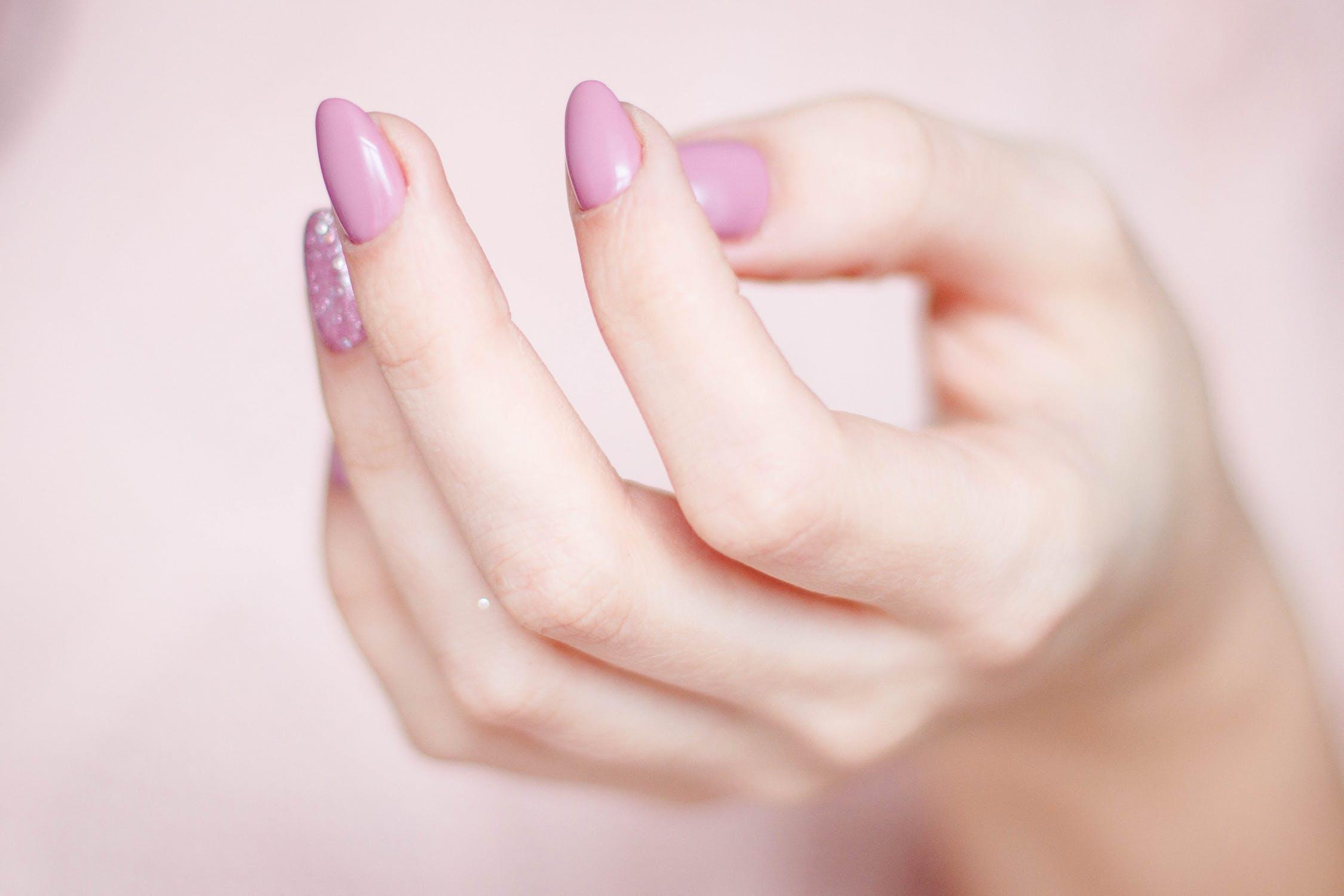 Unghiile semipermanente – solutia pentru maini fericite!