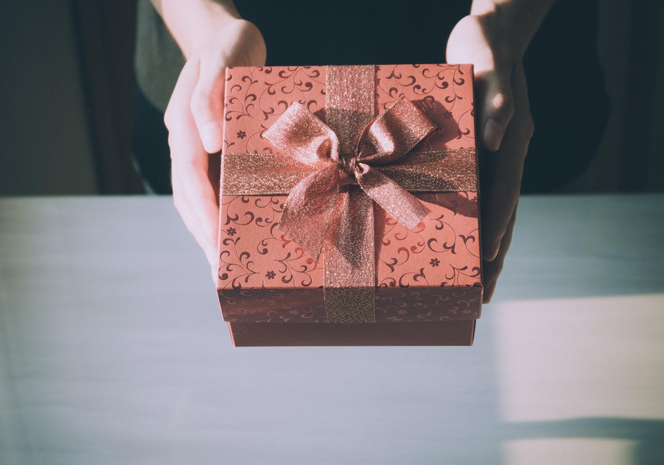 3 idei de cadouri de Craciun pentru barbatul din viata ta