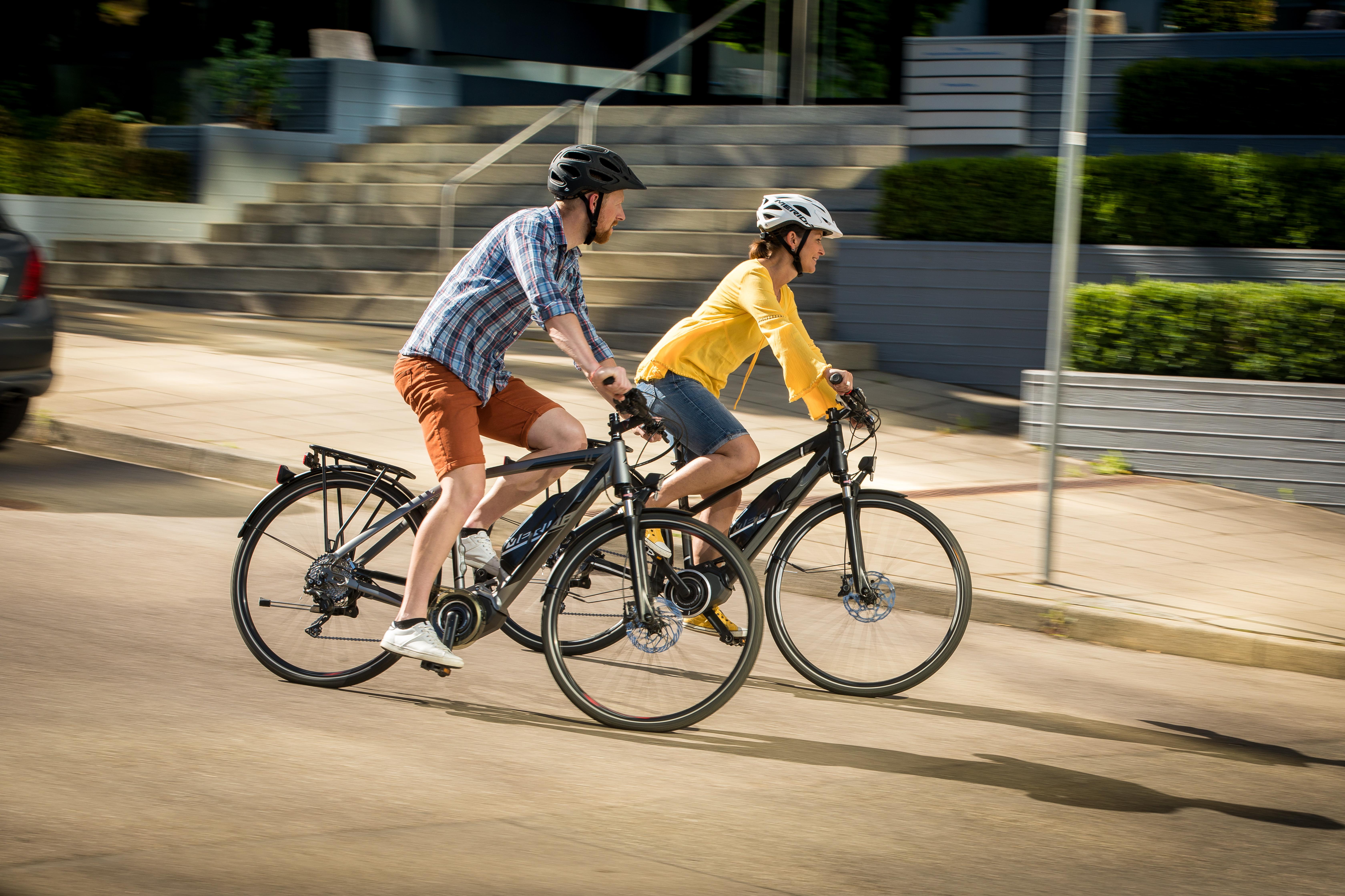 Adori sa te plimbi cu bicicleta? Iata 5 accesorii esentiale pentru orice biciclist!