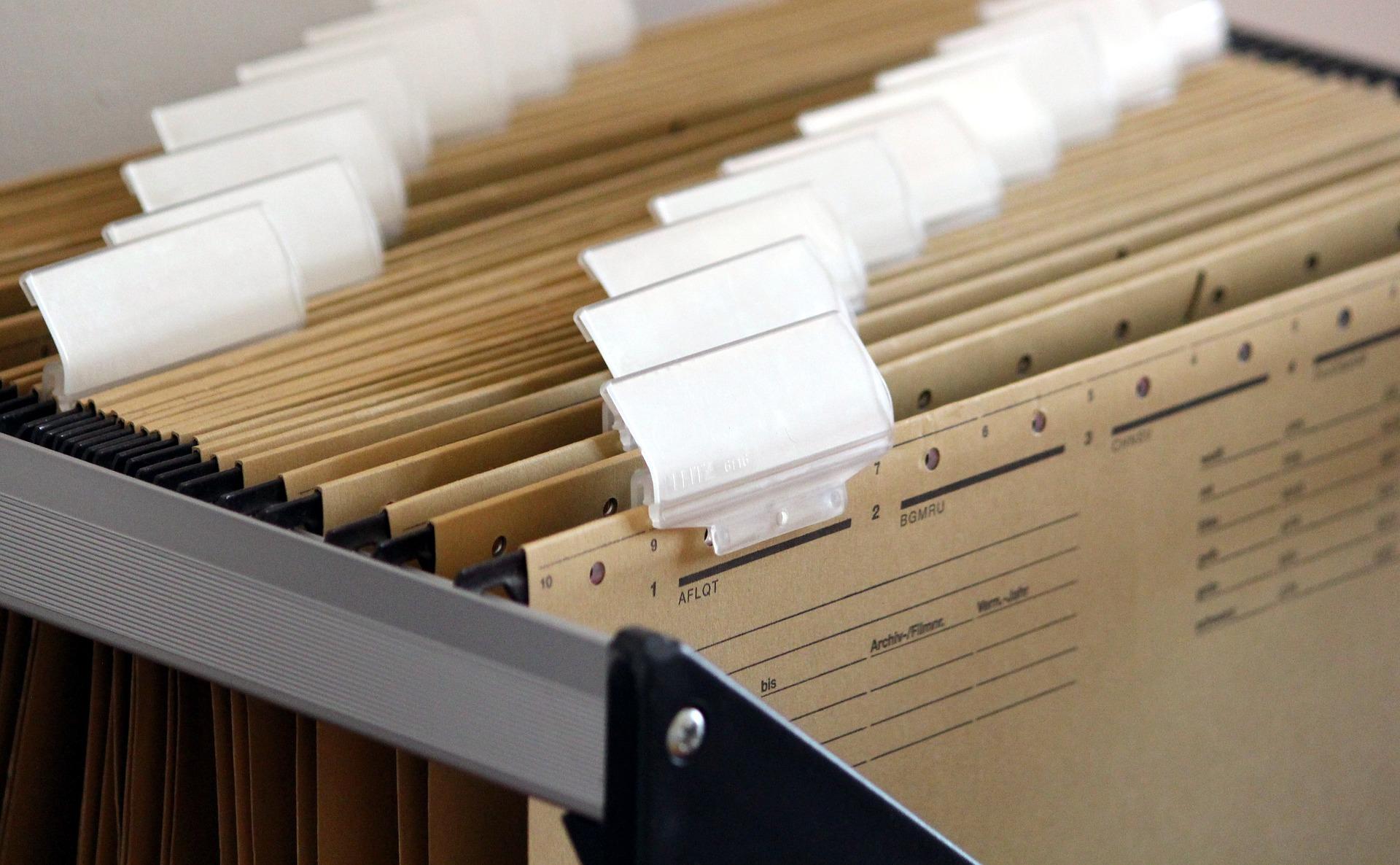 Cum sa fii organizat la birou, cu ajutorul unui fiset metalic?
